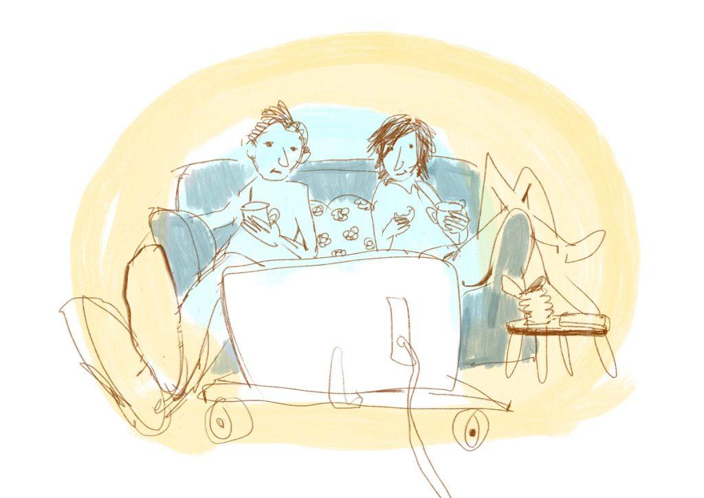 Twee mensen kijken op de bank TV, naar De wereld draait door. Eigen illustraties komen in beeld.